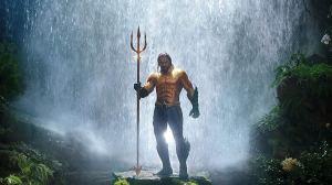 aquaman hero pose