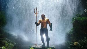 aquaman hero pose